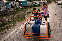 In the South end of Mexico, a town called Calakmul is suffering the worst drought of the last 20 years. The impact of global climate change is very high and rains are more and more scarce. Peasants spend most of their time collecting and transporting water cans, but all of it is contaminated. Recently Infinitum Humanitarian System, and NGO based in the USA, arrived to the village bringing a very innovative water purification system that works with solar energy and purifies all the water that the town needs to subsist.