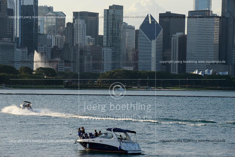 USA Chicago, downtown, city centre and Michigan lake / Stadtzentrum mit Hochhaeusern am Michigan See