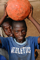 "Afrika Westafrika Burkina Faso .Kinder soielen Fussbal -  Sport Afrikaner afrikanisch xagndaz | .Africa west-africa Burkina Faso.children play football .| [ copyright (c) Joerg Boethling / agenda , Veroeffentlichung nur gegen Honorar und Belegexemplar an / publication only with royalties and copy to:  agenda PG   Rothestr. 66   Germany D-22765 Hamburg   ph. ++49 40 391 907 14   e-mail: boethling@agenda-fototext.de   www.agenda-fototext.de   Bank: Hamburger Sparkasse  BLZ 200 505 50  Kto. 1281 120 178   IBAN: DE96 2005 0550 1281 1201 78   BIC: ""HASPDEHH"" ,  WEITERE MOTIVE ZU DIESEM THEMA SIND VORHANDEN!! MORE PICTURES ON THIS SUBJECT AVAILABLE!! ] [#0,26,121#]"