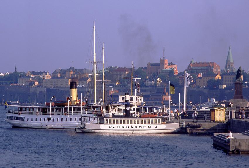 SWE, Schweden, Stockholm, Typische Historische Schiffsdampfer, Der Anlegeplatz der historischen Schiffsdampfer im Zentrum von Stockholm von wo man aus Schiffausfluege in die Stockholmer Schaerenlandschaft unternehmen kann.<br /> [Fuer die Nutzung gelten die jeweils gueltigen Allgemeinen Liefer-und Geschaeftsbedingungen. Nutzung nur gegen Verwendungsmeldung und Nachweis. Download der AGB unter http://www.image-box.com oder werden auf Anfrage zugesendet. Freigabe ist vorher erforderlich. Jede Nutzung des Fotos ist honorarpflichtig gemaess derzeit gueltiger MFM Liste - Kontakt, Uwe Schmid-Fotografie, Duisburg, Tel. (+49).2065.677997, fotofinder@image-box.com, www.image-box.com]