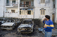 - Pozzuoli (Naples), popular houses, car burnt by extortions racket....- Pozzuoli (Napoli), case popolari, automobili bruciate dal racket delle estorsioni