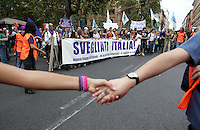 Manifestazione del Popolo Viola - No Berlusconi Day 2..Roma, 2 Ottobre 2010..Photo  Serena Cremaschi Insidefoto