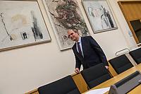 """9. Sitzungstag des 1. Untersuchungsausschusses """"Terroranschlag Breitscheidplatz"""" am Freitag den 26. Januar 2018.<br /> Als Zeugen fuer die 9. Sitzung des sog. """"Amri-Untersuchungsausschuss"""" des Berliner Abgeordnetenhaus waren Mitarbeiter der Landeskriminalaemter Berlin und Nordrhein-Westphalen geladen.<br /> Der Amri-Untersuchungsausschuss will versuchen die diversen Unklarheiten im Fall des Weihnachtsmarkt-Attentaeters zu aufzuklaeren.<br /> Im Bild: Burkard Dregger, Ausschussvorsitzender, CDU.<br /> 26.1.2018, Berlin<br /> Copyright: Christian-Ditsch.de<br /> [Inhaltsveraendernde Manipulation des Fotos nur nach ausdruecklicher Genehmigung des Fotografen. Vereinbarungen ueber Abtretung von Persoenlichkeitsrechten/Model Release der abgebildeten Person/Personen liegen nicht vor. NO MODEL RELEASE! Nur fuer Redaktionelle Zwecke. Don't publish without copyright Christian-Ditsch.de, Veroeffentlichung nur mit Fotografennennung, sowie gegen Honorar, MwSt. und Beleg. Konto: I N G - D i B a, IBAN DE58500105175400192269, BIC INGDDEFFXXX, Kontakt: post@christian-ditsch.de<br /> Bei der Bearbeitung der Dateiinformationen darf die Urheberkennzeichnung in den EXIF- und  IPTC-Daten nicht entfernt werden, diese sind in digitalen Medien nach §95c UrhG rechtlich geschuetzt. Der Urhebervermerk wird gemaess §13 UrhG verlangt.]"""