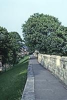 York: Ancient wall. Photo '90.