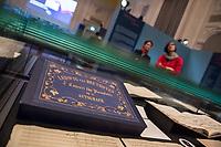 """Beethoven-Ausstellung """"Diesen Kuss der ganzen Welt!"""" in der Staatsbibliothek zu Berlin.<br /> Im Haus Unter den Linden wird eine der weltweit bedeutendsten Sammlungen von Notenhandschriften Ludwig van Beethovens und Autographen vom 11. Maerz bis 30. April 2020 gezeigt.<br /> Im Bild: Autograph """"Konzert Nr. 5 fuer Klavier und Orchester in Es-Dur op. 73. Autograph, 3. Satz, 1809. Kassette mit Goldpraegung.<br /> 10.3.2020, Berlin<br /> Copyright: Christian-Ditsch.de<br /> [NUR FUER REDAKTIONELLE ZWECKE! Werbung nur auf Anfrage beim Fotografen. Inhaltsveraendernde Manipulation des Fotos nur nach ausdruecklicher Genehmigung des Fotografen. Vereinbarungen ueber Abtretung von Persoenlichkeitsrechten/Model Release der abgebildeten Person/Personen liegen nicht vor. NO MODEL RELEASE! Don't publish without copyright Christian-Ditsch.de, Veroeffentlichung nur mit Fotografennennung, sowie gegen Honorar, MwSt. und Beleg. Konto: I N G - D i B a, IBAN DE58500105175400192269, BIC INGDDEFFXXX, Kontakt: post@christian-ditsch.de<br /> Bei der Bearbeitung der Dateiinformationen darf die Urheberkennzeichnung in den EXIF- und  IPTC-Daten nicht entfernt werden, diese sind in digitalen Medien nach §95c UrhG rechtlich geschuetzt. Der Urhebervermerk wird gemaess §13 UrhG verlangt.]"""