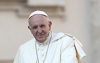 Papa Francesco arriva all'udienza generale del mercoledi' in Piazza San Pietro, Citta' del Vaticano, 29 agosto, 2018.<br /> Pope Francis arrives to lead his weekly general audience in St. Peter's Square at the Vatican, on August 29, 2018.<br /> UPDATE IMAGES PRESS/Isabella Bonotto<br /> <br /> STRICTLY ONLY FOR EDITORIAL USE
