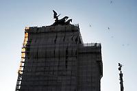 Il Monumento nazionale a Vittorio Emanuele II, conosciuto con il nome di Vittoriano, è un monumento nazionale di Roma situato in Piazza Venezia. Inaugurato da Vittorio Emanuele III il 4 giugno 1911 e finito nel 1935.The National Monument to Vittorio Emanuele II, known by the name of.Victorian is a national monument located in Rome's Piazza Venezia..Opened by Vittorio Emanuele III June 4, 1911....