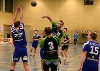 HBC Izegem -  Desselgemse Handbal : Mathias Goerlandt (midden) met de aanval voor Desselgem<br /> foto VDB / BART VANDENBROUCKE