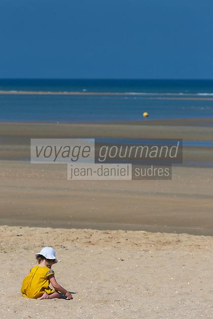 France, Calvados (14), Côte Fleurie, Houlgate:  la plage   //  France, Calvados, Côte Fleurie, Houlgate:  the beach