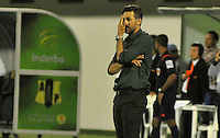 BARRANCABERMEJA -COLOMBIA, 16-10-2016:  Mario Alberto Yepes técnico de Deportivo Cali gesticula durante partido con Alianza Petrolera por la fecha 16 de la Liga Aguila II 2016 disputado en el estadio Daniel Villa Zapata de la ciudad de Barrancabermeja. / Mario Alberto Yepes coach of Deportivo Cali gestures during match against Alianza Petrolera for the date 16 of the Aguila League II 2016 played at Daniel Villa Zapata stadium in Barrancebermeja city. Photo: VizzorImage / Jose Martinez / Cont