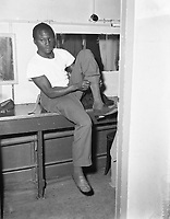 Boxers Idrissa Dione (France), November 28, 1955,<br /> before the fight for the title.<br /> <br /> Photographer Pot, Harry / Anefo