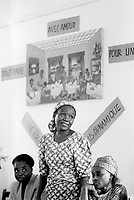 Cameroon. Bertoua (eastern Cameroon). Aids week (nov 26 to dec 1 2001). Workshop organised by the GTZ (Deutsche Gesellschaft für die technische Zusammenarbeit). GTZ is the german cooperation for development. Workshop on Aids sensibilisation and how to live with the disease. All participants are HIV positive persons. © 2001 Didier Ruef