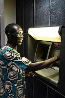 MALAWI, Thyolo, farmer at ATM in town / Dorf Samuti, Farmer John Chimwaye, 56 Jahre, am Bankautomaten in Thyolo