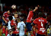 MEDELLIN - COLOMBIA: 20 - 04 - 2017: Luis C. Arias (Izq.) jugador de Deportivo Independiente Medellin, disputa el balón con Nilson Loyola (2 Izq.) jugador de Melgar, durante partido de la fase de grupos, grupo 3, fecha 3 entre Deportivo Independiente Medellin de Colombia y Melgar de Peru, por la Copa Conmebol Libertadores Bridgestone 2017 en el Estadio Atanasio Girardot, de la ciudad de Medellin. / Luis C. Arias (L) player of Deportivo Independiente Medellin, vies for the ball with Nilson Loyola (2 L) player of Melgar, during a match for the group stage, group 3 of the date 3, between Deportivo Independiente Medellin of Colombia and Melgar of Peru for the Conmebol Libertadores Bridgestone Cup 2017, at the Atanasio Girardot, Stadium, in Medellin city. Photos: VizzorImage / Leon Monsalve / Cont.
