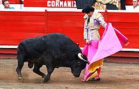 MANIZALES - COLOMBIA, 9-01-09-2020: Feria de Manizales ,temporada taurina,en la foto el torero francés  Sebastián Castella con el toro Barco de 544 kiilos. /<br /> Manizales Fair, bullfighting season, in the photo the French bullfighter Sebastián Castella with the bull Boat of 544 kilos. Photo: VizzorImage / Santiago Osorio / Contribuidor
