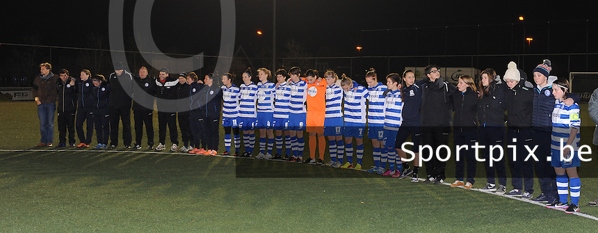 AA GENT LADIES - FC TWENTE :<br />  AA Gent Ladies bij de minuut stilte ter nagedachtenis van de partner van hun clubarts<br /> foto Dirk Vuylsteke / Nikonpro.be