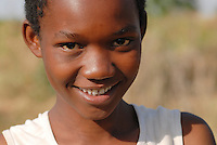 "Afrika Ostafrika Tanzania Tansania ,Maedchen in einem Dorf in Meatu - Menschen Kinder xagndaz | .Africa east africa Tanzania , young girl in village in Meatu district - people .| [ copyright (c) Joerg Boethling / agenda , Veroeffentlichung nur gegen Honorar und Belegexemplar an / publication only with royalties and copy to:  agenda PG   Rothestr. 66   Germany D-22765 Hamburg   ph. ++49 40 391 907 14   e-mail: boethling@agenda-fototext.de   www.agenda-fototext.de   Bank: Hamburger Sparkasse  BLZ 200 505 50  Kto. 1281 120 178   IBAN: DE96 2005 0550 1281 1201 78   BIC: ""HASPDEHH"" , Nutzung nur für redaktionelle Zwecke, bitte um Rücksprache bei Nutzung zu Werbezwecken! ] [#0,26,121#]"