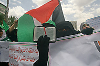 "Pretending female supporters of Hamas in the Palestinian Legislative Council today, 06 June 2009, in Gaza City to protest the killing of 4 of the Qassam fighters in the town of Qalqilya in the West Bank since the beginning of the month of June.""photo by Thaer alhasani/propaimages""."