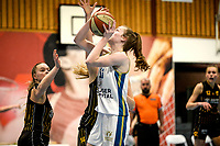 13-03-2021: Basketbal: Keijser Capital Martini Sparks v Grasshoppers: Haren  Martini Sparks speelster Giytte Preusting (r) in duel met Grasshoppers speelster Rosalie Aandewiel
