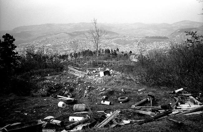 BOSNIA-HERZEGOVINA, Sarajevo, March 2003..10 years after the end of the war, I came for the first time in Sarajevo. I have in mind the images of the besieged city. The daily death, the impotence and the guilty inaction of the international community, the sad spectacle of a war in Europe. 10 years later, I walk the streets obsessed with the scars of war..The former front line in the hills surrounding Sarajevo..BOSNIE-HERZEGOVINE, Sarajevo, Mars 2003..10 ans après la fin de la guerre, j'arrive pour la première fois à Sarajevo. J'ai encore en tête les images de la ville assiégée. La mort quotidienne, l'impuissance voire l'inaction coupable de la communauté internationale, le spectacle désolant d'une guerre en Europe. 10 après, je déambule dans les rues obsédé par les stigmates de la guerre..L'ancienne ligne de front dans les collines surplombant Sarajevo..© Bruno Cogez