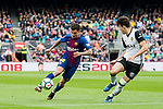 Philippe Coutinho (L) of FC Barcelona fights for the ball with Gabriel Armando De Abreu of Valencia CF during the La Liga 2017-18 match between FC Barcelona and Valencia CF at Camp Nou on 14 April 2018 in Barcelona, Spain. Photo by Vicens Gimenez / Power Sport Images