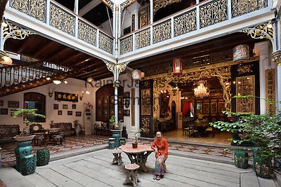 Malaysia, Pulau Penang, Georgetown: Penang Peranakan Mansion (recreation of a typical 19th century Baba home)   Malaysia, Pulau Penang, Georgetown: Penang Peranakan Mansion
