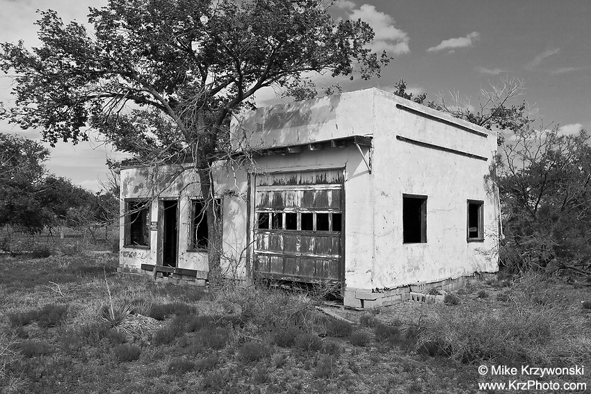 Abandoned Garage in Nara Visa, NM
