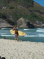 Rio de Janeiro (RJ) Praia do Recreio/Movimentação.- Movimentação de Banhistas na Praia do Recreio,Zona Oeste do Rio de Janeiro.No posto 06 nesta quinta-feira dia (09.08).Foto:ARION MARINHO/ BRAZIL PHOTO PRESS.