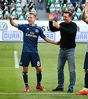 Lewis Holtby, Trainer Christian Titz    celebration    <br /> / Sport / Football / Football: Germany, 1. Bundesliga  /  2017/2018 / 28.04.2018 / VfL Wolfsburg WOB vs. Hamburger SV HSV 180428054 /  *** Local Caption *** © pixathlon<br /> Contact: +49-40-22 63 02 60 , info@pixathlon.de