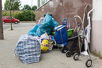 Fluechtlinge beziehen Unterkunft in Berlin-Adlershof.<br /> Am Mittwoch den 4. Juni 2014 wurden die ersten Fluechtlinge in der Unterkunft Radickestrasse in Berlin-Adlershof einquartiert.<br /> Neonazis aus Berlin und Brandenburg und ein paar Bewohner des Stadtteils hatten in den Wochen zuvor immer wieder versucht Stimmung gegen die Unterkunft zu machen. Zum Einzug der Fluechtlinge blieb es jedoch friedlich.<br /> Traeger der Unterkunft ist der Internationale Bund (IB - Freier Traeger der Jugend-, Sozial- und Bildungsarbeit e.V.). Bis zu 210 Menschen sollen nach den Plaenen des zustaendigen Landesamt fuer Gesundheit und Soziales (LAGeSo) in der Unterkunft wohnen.<br /> Im Bild: Fluechtlinge mit ihrer Habe kommen an der Unterkunft an.<br /> 4.6.2014, Berlin<br /> Copyright: Christian-Ditsch.de<br /> [Inhaltsveraendernde Manipulation des Fotos nur nach ausdruecklicher Genehmigung des Fotografen. Vereinbarungen ueber Abtretung von Persoenlichkeitsrechten/Model Release der abgebildeten Person/Personen liegen nicht vor. NO MODEL RELEASE! Don't publish without copyright Christian-Ditsch.de, Veroeffentlichung nur mit Fotografennennung, sowie gegen Honorar, MwSt. und Beleg. Konto:, I N G - D i B a, IBAN DE58500105175400192269, BIC INGDDEFFXXX, Kontakt: post@christian-ditsch.de]