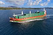 Porte conteneurs entrant dans le Canal de la Havannah, Sud de la Nouvelle-Calédonie