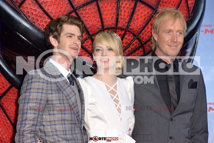 Andrew Garfield, Emma Stone (wearing an Andrew Gn dress) and Rhys Ifans attending the Germany premiere of the movie The Amazing Spider-Man at CineStar Sony Center in Berlin. Berlin, 20.06.2012...Credit: Timm/face to face /MediaPunch Inc. ***Online Only for USA Weekly Print Magazines*** NORTEPOTO.COM<br /> **SOLO*VENTA*EN*MEXICO**<br /> **CREDITO*OBLIGATORIO** <br /> *No*Venta*A*Terceros*