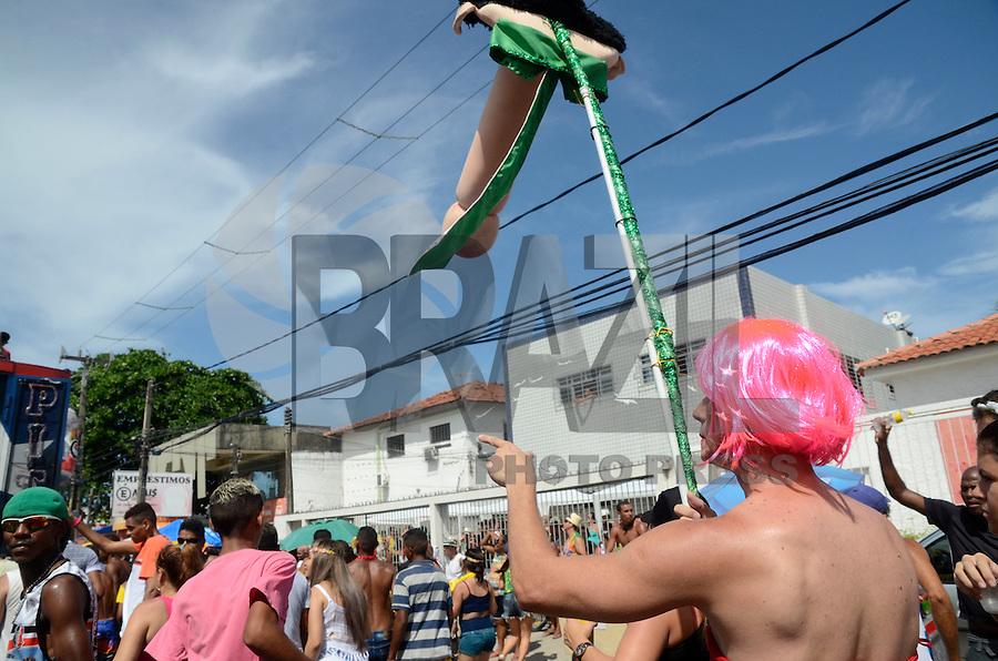 OLINDA, PE, 31.01.2016 - CARNAVAL-PE - Foliões se divertem no bloco As Virgens do Bairro Novo, neste domingo (31), em Olinda (PE). (Foto: Diego Herculano/Brazil Photo Press)
