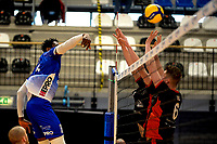 27-02-2021: Volleybal: Amysoft Lycurgus v Computerplan VCN: Groningen Lycurgus speler Jerome Cross smash
