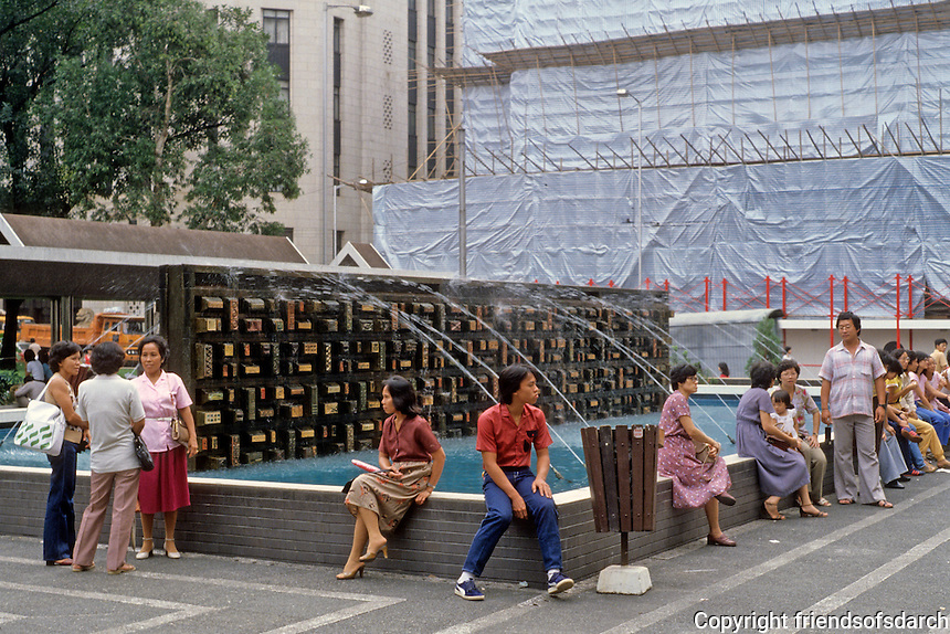 Hong Kong: Central Plaza, gathering place, water feature. Photo '82.
