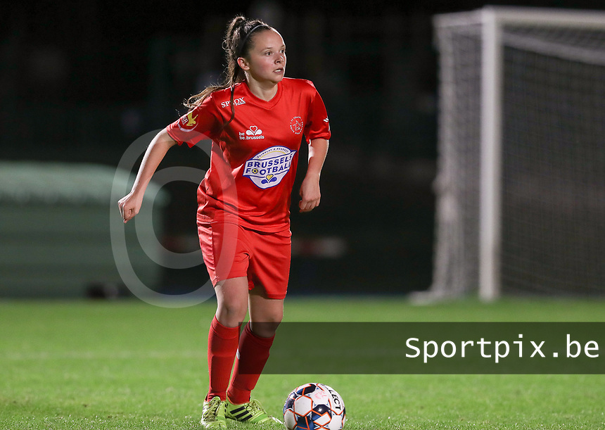 Woluwe's Anouck Cochez (4) with the ball during a female soccer game between FC Femina WS Woluwe and Standard Femina de Liege on the fourth match day of the 2020 - 2021 season of Belgian Womens Super League , Friday 8th of October 2020  in Liege , Belgium . PHOTO SPORTPIX.BE | SPP | SEVIL OKTEM