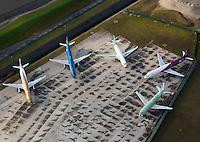 Airbus A318, A319 : EUROPA, DEUTSCHLAND, HAMBURG, FINKENWERDER, (EUROPE, GERMANY), 11.11.2012: Werksgelaende des Airbus Produktionsstandortes Hamburg Finkenwerder. Fuenfi neue Flugzeuge der Airbusfamilie stehen zur Auslieferung, Endfertigung. - Aufwind-Luftbilder- Stichworte: Europa, Deutschland, Hamburg, Finkenwerder, A 318, A319, A321  Werksgelaende, Gelaende, Airbus, Produktion, produzieren, Herstellung, herstellen, Standort, neu, neue, Auslieferung, ausliefern, Flugzeug, Flugzeuge, Flugverkehr, Luftverkehr, fliegen, Landebahn, Startbahn, Werk, Luftaufnahme, Luftbild, Luftansicht, Verkehr, Gebaeude, Anlage, Wirtschaft, Industrie, Reise, reisen, Tourismus, Verkehrsflughafen, Passagierflugzeug, Passagierflugzeuge, Luftfahrt, Touristik ,.China Eastern, easy Jet, Fluglinien,