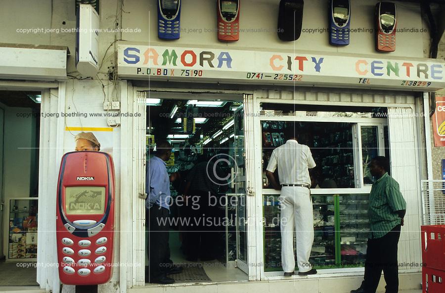Tanzania, Dar es Salam, mobile phone shop on street / Tansania, Dar es Salam, Laden fuel Mobiltelefone