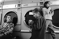 England. Greater Manchester. Salford. Women living in poverty. Eddie (L) and two of her five children. Eddie is one of the five founders of SUDS Women Co-operative which runs a public launderette. Salford is a city in the Metropolitan Borough of Salford in Greater Manchester. North West England is one of nine official regions of England. © 1990 Didier Ruef