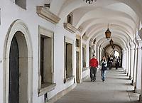 Europe/Pologne/Zamosc: Détails de arcades qui bordent la place du marché - Rynek Wielki-architecte Bernardo Morando