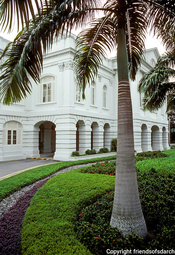 Singapore: Manicured landscaping on this stately building. Photo '83.