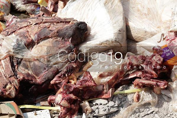 Campinas (SP), 14/08/2020 - Saude - Descarte irregular de carne bovina, suína e aves, peças com osso, miúdos e outros derivados, como linguiças, salsichas e presunto, na avenida Anton Von Zubem no bairro Jardim do Lago II. Técnicos da Coordenadoria de Vigilância Sanitária e a Guarda Municipal estiveram no local, a limpeza foi feita por equipes do DLU (Departamento de Limpeza Urbana). O material encontrado foi levado para o aterro sanitário nesta sexta-feira (14).
