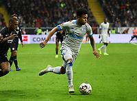 Weston McKennie (FC Schalke 04) setzt sich durch - 11.11.2018: Eintracht Frankfurt vs. FC Schalke 04, Commerzbank Arena, DISCLAIMER: DFL regulations prohibit any use of photographs as image sequences and/or quasi-video.