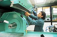 - worker in the Rosa rectifying factory....- operaio nella fabbrica Rosa rettificatrici