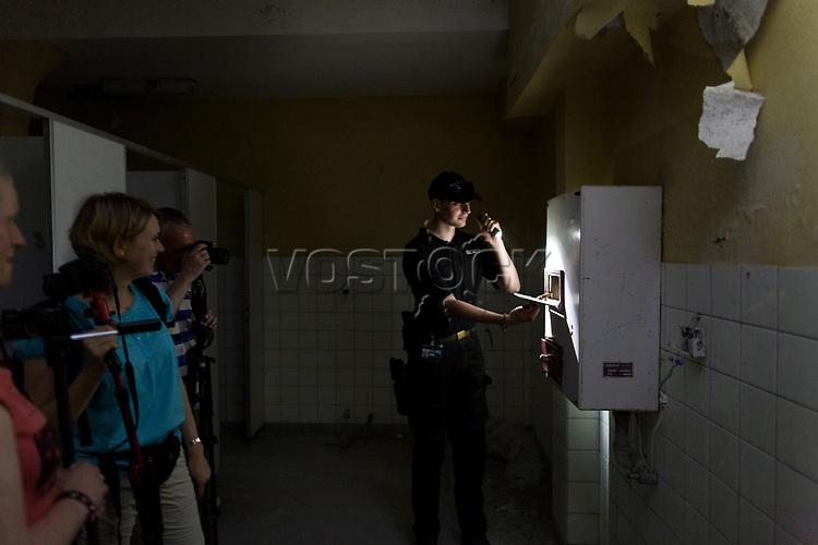 """Das ehemalige St. Josefsheim Waldniel-Hostert, Fuehrung durch das Heim mit der Kentschool Security Group,  [das Josefsheim ist ein ehemaliges Franziskaner-Heim fuer Kinder mit Behinderung, nach 1937 war es die Kinderfachabteilung der Provinzial Heil- und Pflegeanstalt, in dieser Zeit wurden ca. 100 Kindern mit Behinderung durch die Nationalsozialisten ermordet, von 1963 bis 1991 britische Kent-School], heute leerstehende Ruine, [Treffpunkt fuer """"Geisterjaeger""""], Nacht, Nachtaufnahme, unheimlich, gruselig, lost place, lost places, moderne Ruine, Toilette, Toiletten, Verfall, verfallen, Gedenkstaette, Euthanasie, Kindereuthanasie, Naziverbrechen, Verbrechen, Behinderung, Nationalsozialismus, Nazi-Zeit, Drittes Reich, Geschichte, Historie, Josefs-Heim, Europa, Deutschland, Nordrhein-Westfalen, Viersen, Schwalmtal, 08/2013<br /> <br /> Engl.: Europe, Germany, North Rhine-Westphalia, Viersen, Schwalmtal, former St. Josefsheim Waldniel-Hostert, guided tour through the home with the Kentschool Security Group, building, interior view, toilet, ruin, night, memorial site, euthanasia, mercy killing, crime, disability, National Socialism, Third Reich, history, the Josefsheim is a former home managed by Franciscan monks for disabled children, after 1937 the National Socialists killed approx. 100 disabled children there, from 1963 - 1991 British Kent-School, August 2013"""