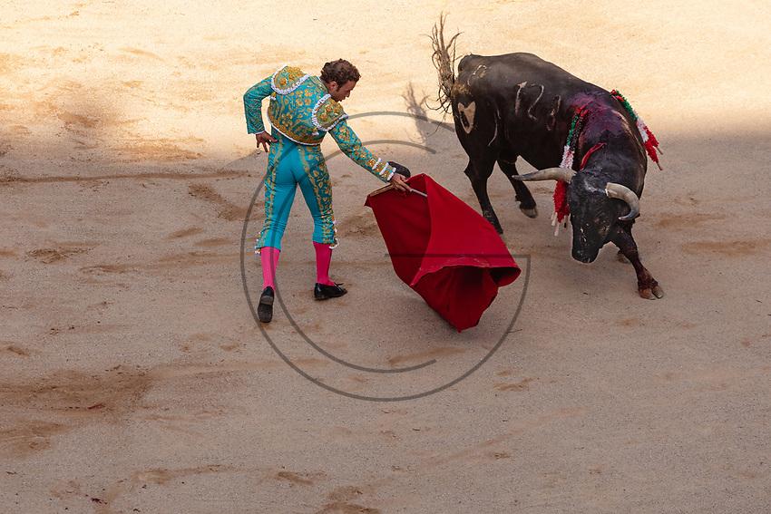 "europe,spain,navarra,Pamplona,matador Antonio Ferrera on ""suerte de capote"""