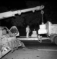 DŽmolition de CORRIDART, rue Sherbrooke. - 13-14 juillet 1976. / Louis-Philippe Meunier. Archives de la Ville de MontrŽal. VM94-EM0752-005