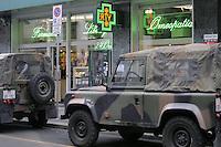 - soldiers in security service near Duomo Square....- militari  in servizio di sicurezza nei pressi di piazza del Duomo