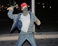 FILE -  Des resident l ancent des epis de mais  policiers de la SQ durant La crise d'Oka en 1990<br /> <br /> PHOTO  :  Agence Quebec Presse