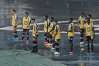 RIO DE JANEIRO (RJ) - 05/02/2021 - BOTAFOGO-SPORT - Kalou com os jogadores reservas. Partida entre Botafogo e Sport, válida pela 34ª rodada do Campeonato Brasileiro 2020, realizada no Estádio Nilton Santos (Engenhão), no Rio de Janeiro, nesta sexta (05).